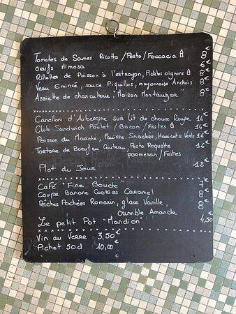 Une carte variant au fil des envies du chef, des saisons et de nos producteurs.... Le Bistrot propose chaque jour une Plat du jour, un plat Street Food, un poisson et un plat Végétarien