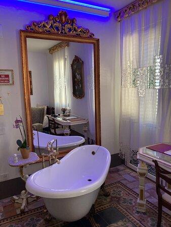 Vasca da bagno in stile nel living