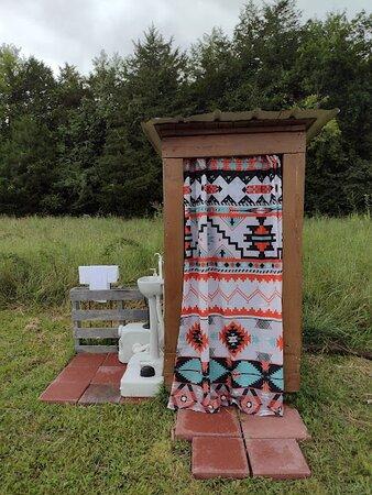 Lewisburg, TN: Private toilet & sink