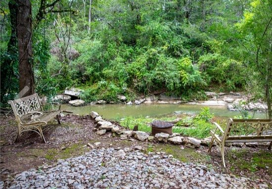 Lewisburg, TN: Chill area by the creek