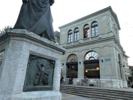 Statue Du Pere Girard