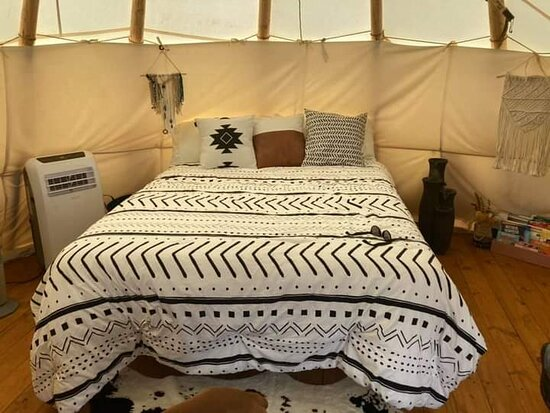 Lewisburg, TN: Queen size bed with linens