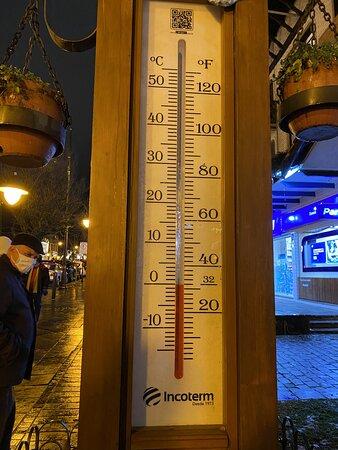 Termômetro na Rua principal da cidade...