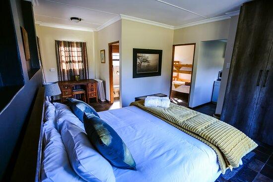 OppiePlaas farm cottage main bedroom