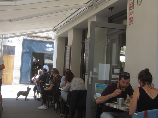 Café Brasserie Bar du Vieux Château. Vue 8. Terrasse, Rue du Maréchal Foch. Août 2021. TOURS.