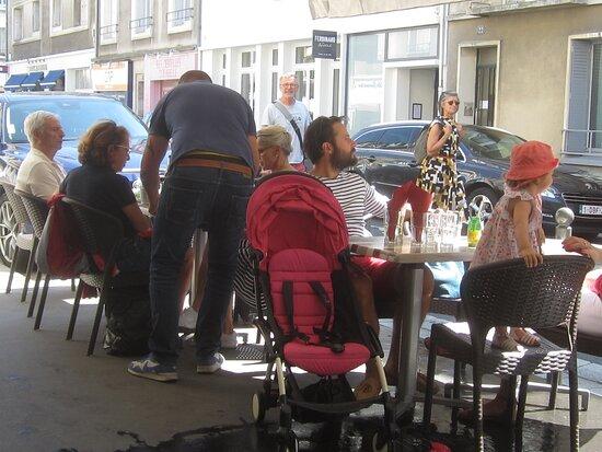 Café Brasserie Bar du Vieux Château. Vue 4. Terrasse, Rue du Maréchal Foch. Août 2021. TOURS.