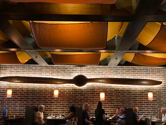 This place has a really awesome atmosphere! The Indusrial  style decor and the lighting made this an overall great dining experience. The menu offered  modern cuisine and reasonable pricing! Our waitress was very nice and efficient with her service.