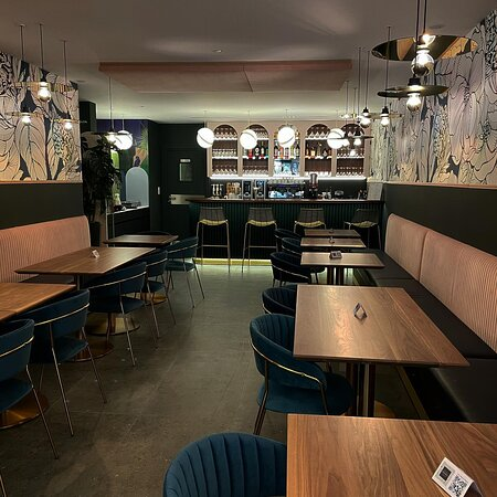 Notre espace Lounge, salon de thé et bar à vin ouvert tous les jours de 8h30 à 21h00