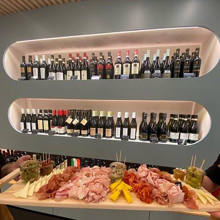 Quoi de mieux que de la charcuterie et du fromage de qualité accompagné d'un bon vin italien