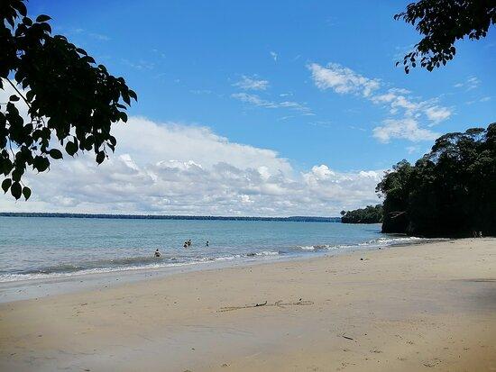 Playa Juan de Dios, se encuentra a 15 minutos en lancha de La Sierpe.
