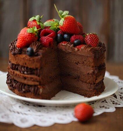 Torta al cacao e frutti di bosco