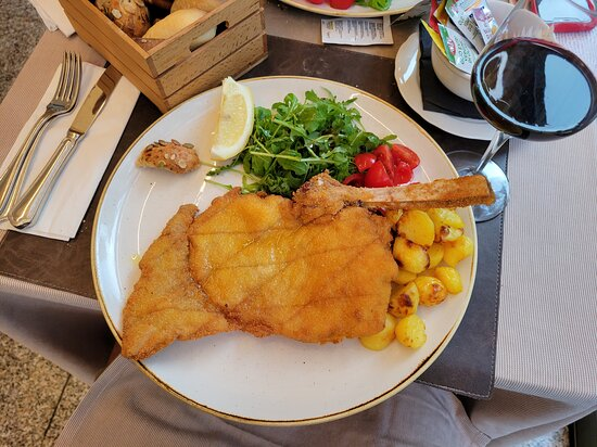 Excellent Veal Milanese, it was better than some I have had near the Galleria.
