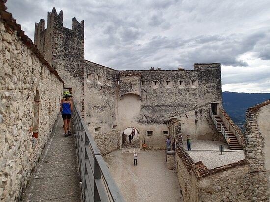 Scorci all'interno del castello