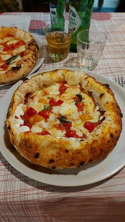 Agerola, Italien: Pizze straordinarie