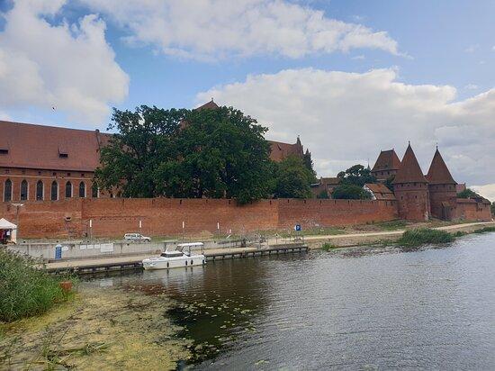 vista del castello dal lato del fiume nogat