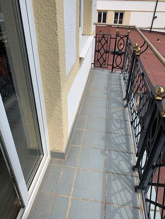 Zimmer 310 - Präsidentensuite - Achtung Balkon fast nicht vorhanden!