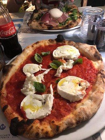Pizza davvero 🔝🔝 e personale super simpatico!!! Consigliatissimooo