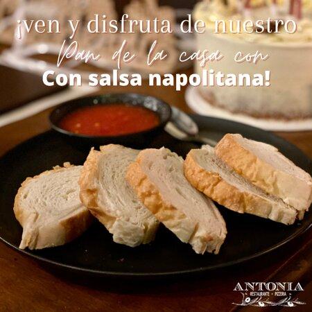 Una entradita imperdible  cuando nos visites en #AntoniaRestaurantePizzería  es nuestro pan de la casa con salsa napolitana. 🥖👌🏼  𝗥𝗲𝗰𝘂𝗲𝗿𝗱𝗮 𝗾𝘂𝗲 𝗽𝘂𝗲𝗱𝗲𝘀 𝗱𝗶𝘀𝗳𝗿𝘂𝘁𝗮𝗿 𝗱𝗲 𝗹𝗮 𝘃𝗮𝗿𝗶𝗱𝗮𝗱 𝗱𝗲 𝗽𝗹𝗮𝘁𝗼𝘀 𝗶𝘁𝗮𝗹𝗶𝗮𝗻𝗼𝘀 𝗲𝗻 𝗰𝘂𝗮𝗹𝗾𝘂𝗶𝗲𝗿𝗮 𝗱𝗲 𝗻𝘂𝗲𝘀𝘁𝗿𝗮𝘀 𝗱𝗼𝘀 𝘀𝗲𝗱𝗲𝘀:  📍𝗚𝘂𝗮𝘁𝗮𝗽𝗲́ - Carrera 25 # 31B - 30 (diagonal al juzgado municipal) 📍𝗘𝗹 𝗥𝗲𝘁𝗶𝗿𝗼 - Mall Carabanchel km 27   #Guatapé #ElRetiro #RestaurantesGuatapé #RestaurantesElRetiro #PizzeríasGuatapé #PizzeríasElRetiro #QueComerEnElRetiro #QueComerEnGuatapé #PanArtesanal #ComidaItaliana  #Food