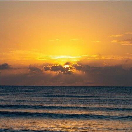 Un lugar de belleza natural acompañado por el sonido del mar 🌊 😎  ¿Qué estás esperando para conocer este bello paraíso? 😍   Reserva tu transportación AHORA 🚐