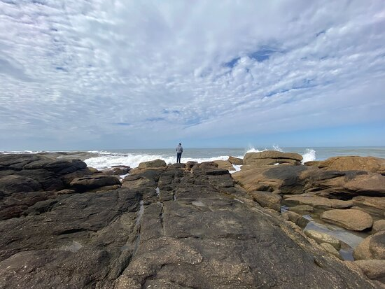 Lindisimo faro, pequeña playa con una excelente vista.