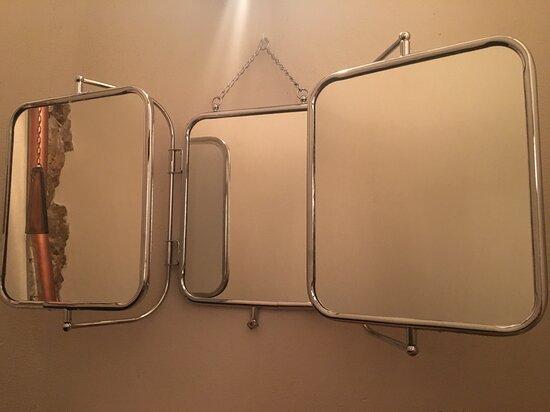 Espejos dentro del baño.