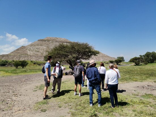 Full Day Tour of Teotihuacán and Basilica of Guadalupe: Saludos amigos.