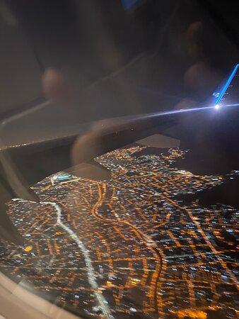 Voo 2944 da Azul Linhas Aéreas Partindo de Viracopos com destino ao aeroporto Santos Dumont, no Rio de Janeiro. Voo pontual, de extrema qualidade e com equipe de bordo de alto padrão. A empresa segue os protocolos de prevenção à COVID-19. Embarque/Desembarque ocorrem de maneira ordenada e acompanhada, para que não hajam aglomerações.