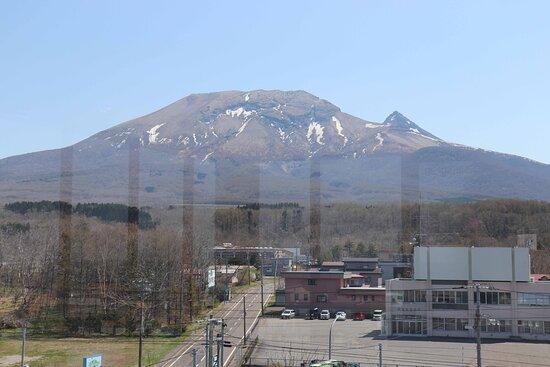 駒ヶ岳の北斜面が間近に迫っています