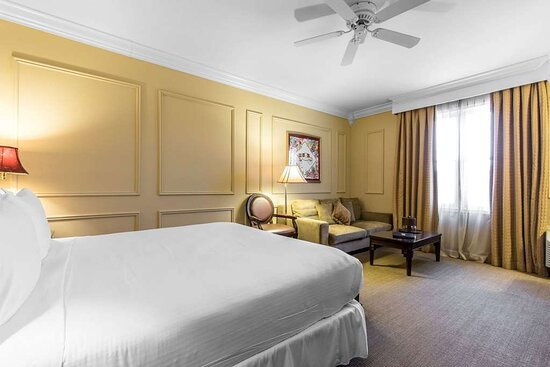 King suite with ammenities