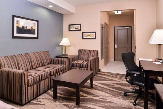Suite Sitting Area w/Sofa Bed