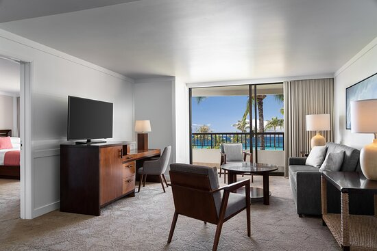 Ocean View One-Bedroom Suite Living Room