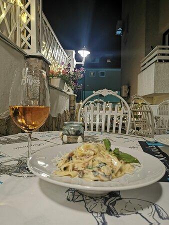Ресторант Кавалер - кът спокойствие в сърцето на Созопол! 🌸