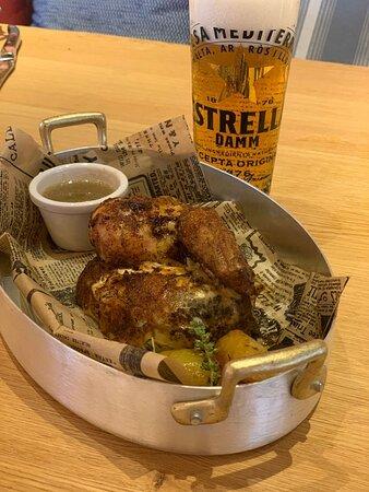 Nuestros platos siempre bien acompañados de una cerveza Estrella Damm.