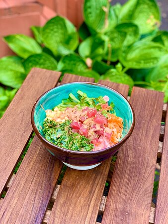 Poké Maguro Bowl - Diced sashimi tuna (or grilled) seasoned with a piquant, spicy mayo, over sushi rice. Served with salad, pickled carrots, ginger & onions; and kale salad with sesame dressing.