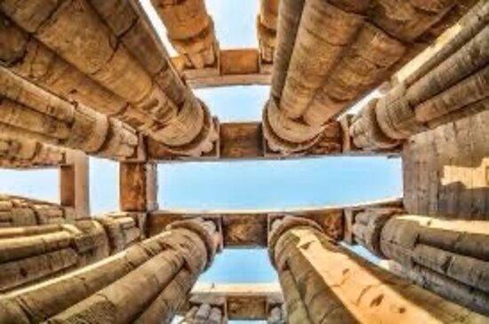 Κάιρο, Αίγυπτος: 25 SEP: Arrival at Cairo airport // meet and assist with guide // transfer to Hilton Helio hotel to stay overnight 26 SEP: After breakfast we depart for a full day tour to visit the highlight of Egypt the pyramids and lion-headed Sphinx at Giza Plateau, Continuing to Saqqara, we can explore the myriad tombs and temples at this site and see Zhoser's step pyramid - the pharaoh's chief architect in 27 BC // Tour guide included. To have the rest of program what's up me 00201001442330