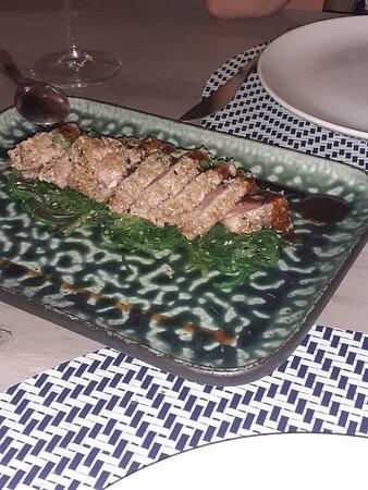 Tanto el tataki como el tartar de atún están riquísimos, 100% recomendables.