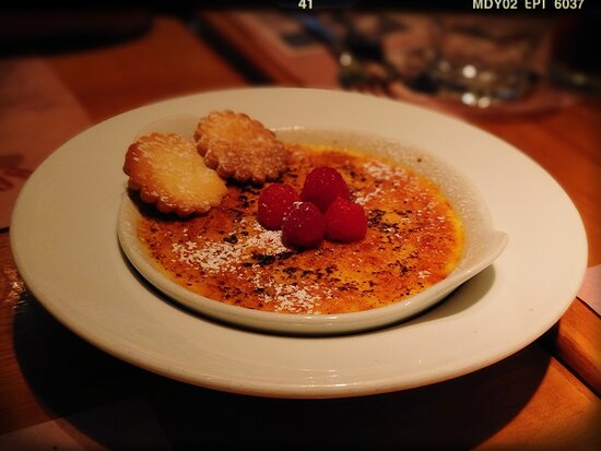 Crème Brûlée with Mixed Berries (HK$ 78)