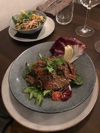 Salade cambodgienne de filet de bœuf à la citronnelle