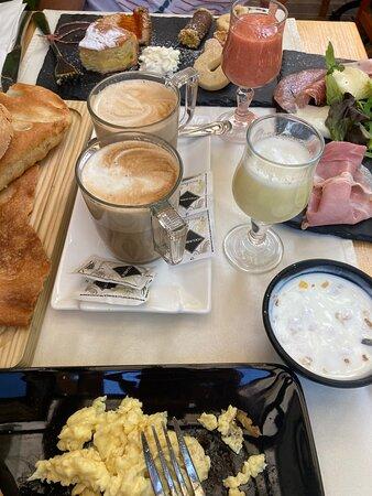 Frühstück im Limonengarten