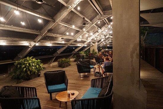 Pool bzw. Rooftopbar