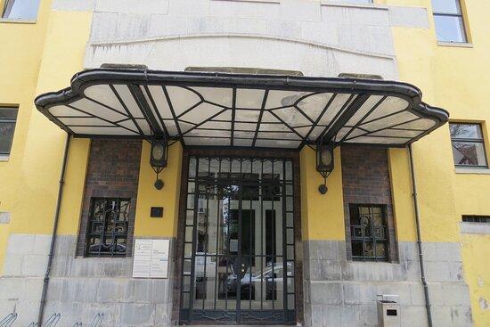 L'entrée d'un autre bâtiment de Van De Velde, à Weimar, dans la Cranachstrasse.