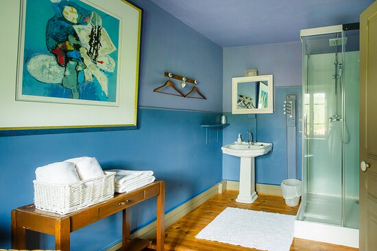 Chambre du Soleil bathroom