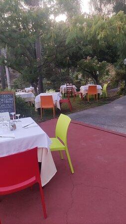 Ottima cantina dei vini, terrazza con panorama bellissimo
