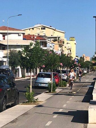 Green Adriatic Corridor Cycle Path: Giulianova - Cologna beach - Roseto: Qualche ciclista  🚴♀️ ….