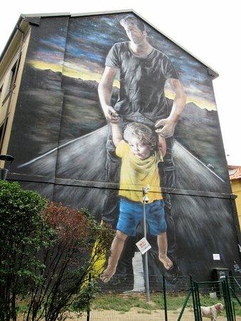 """Il grande """"murale"""" all'ingresso"""