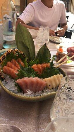 sashimi di salmone, tonno e pesce