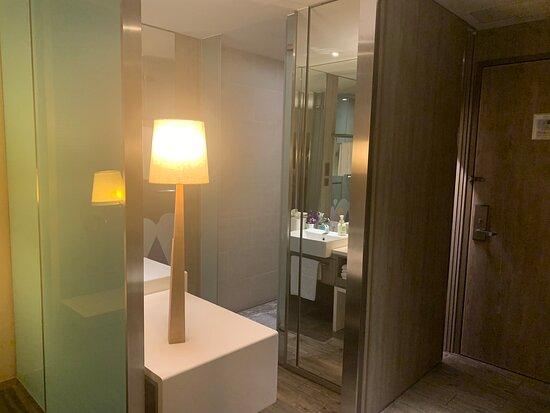 房間新穎舒適,有四星⭐的規模平日住宿價格實惠,2大床3人,3800元左右