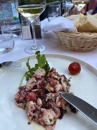 Салат из осьминога. Фото ЕК