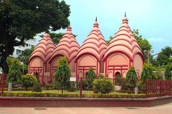 Dakesshori Temple at Dhaka City Road | SEO Agency Bangladesh | www.seoagencybd.com