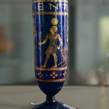Calice di vetro blu, III secolo d.C.